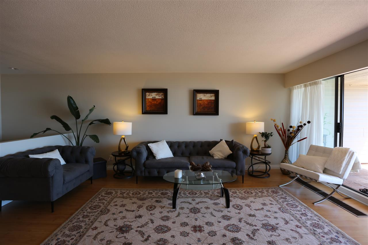 Condo Apartment at 22 2250 FOLKESTONE WAY, Unit 22, West Vancouver, British Columbia. Image 5
