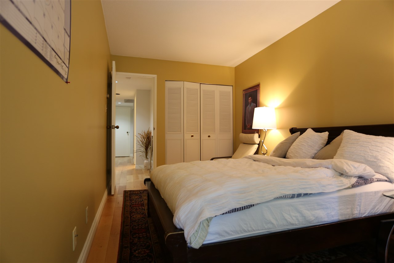 Condo Apartment at 22 2250 FOLKESTONE WAY, Unit 22, West Vancouver, British Columbia. Image 7