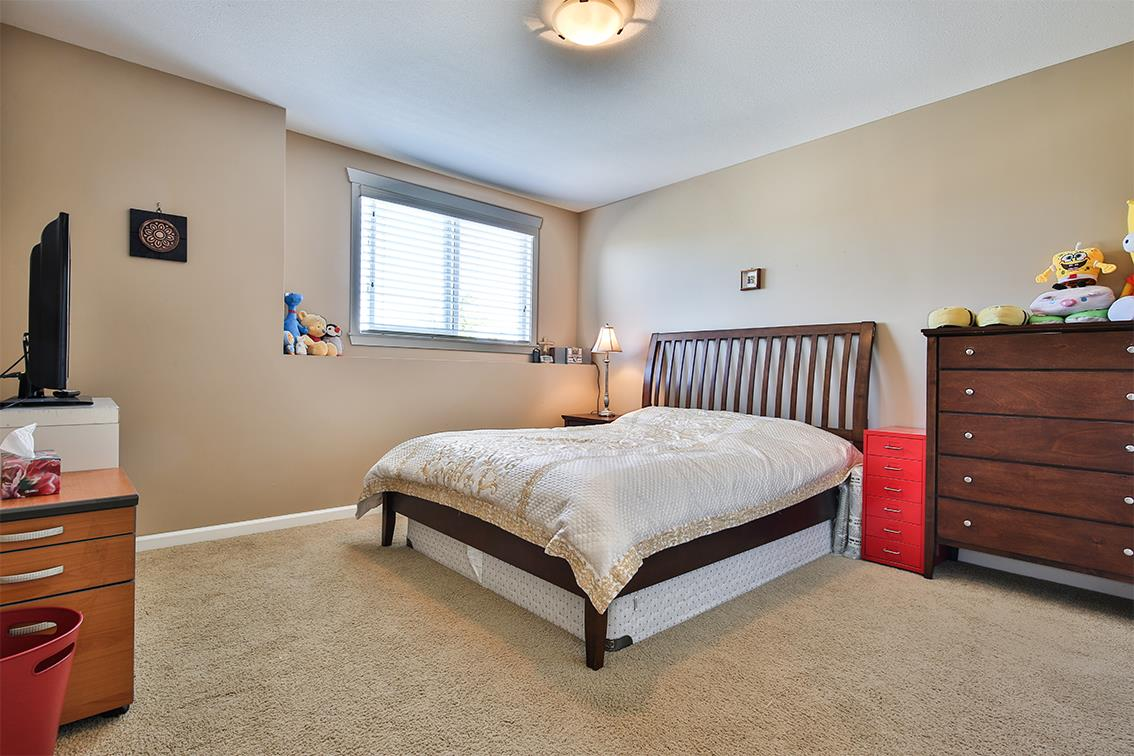 Detached at 21084 83A AVENUE, Langley, British Columbia. Image 11