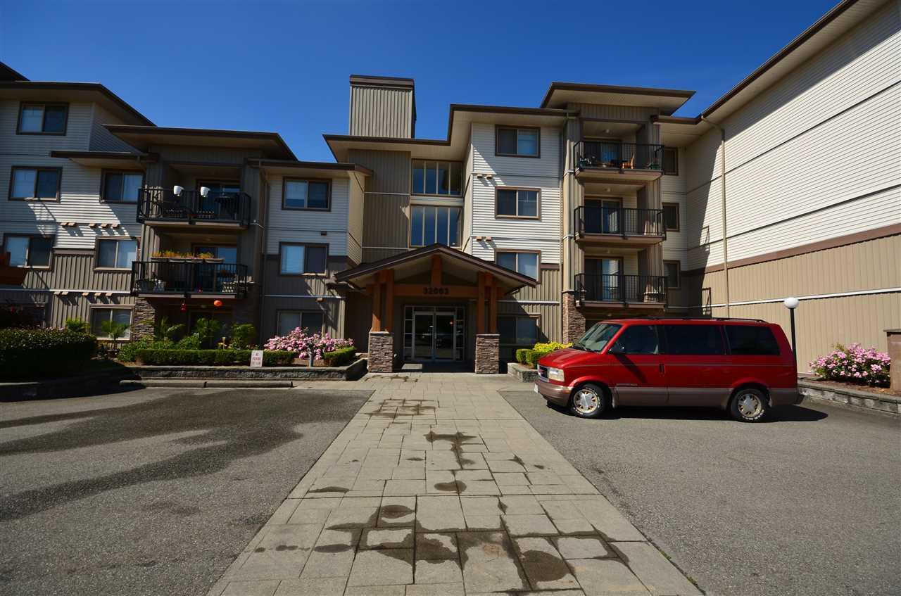 Condo Apartment at 207 32063 MT WADDINGTON AVENUE, Unit 207, Abbotsford, British Columbia. Image 1