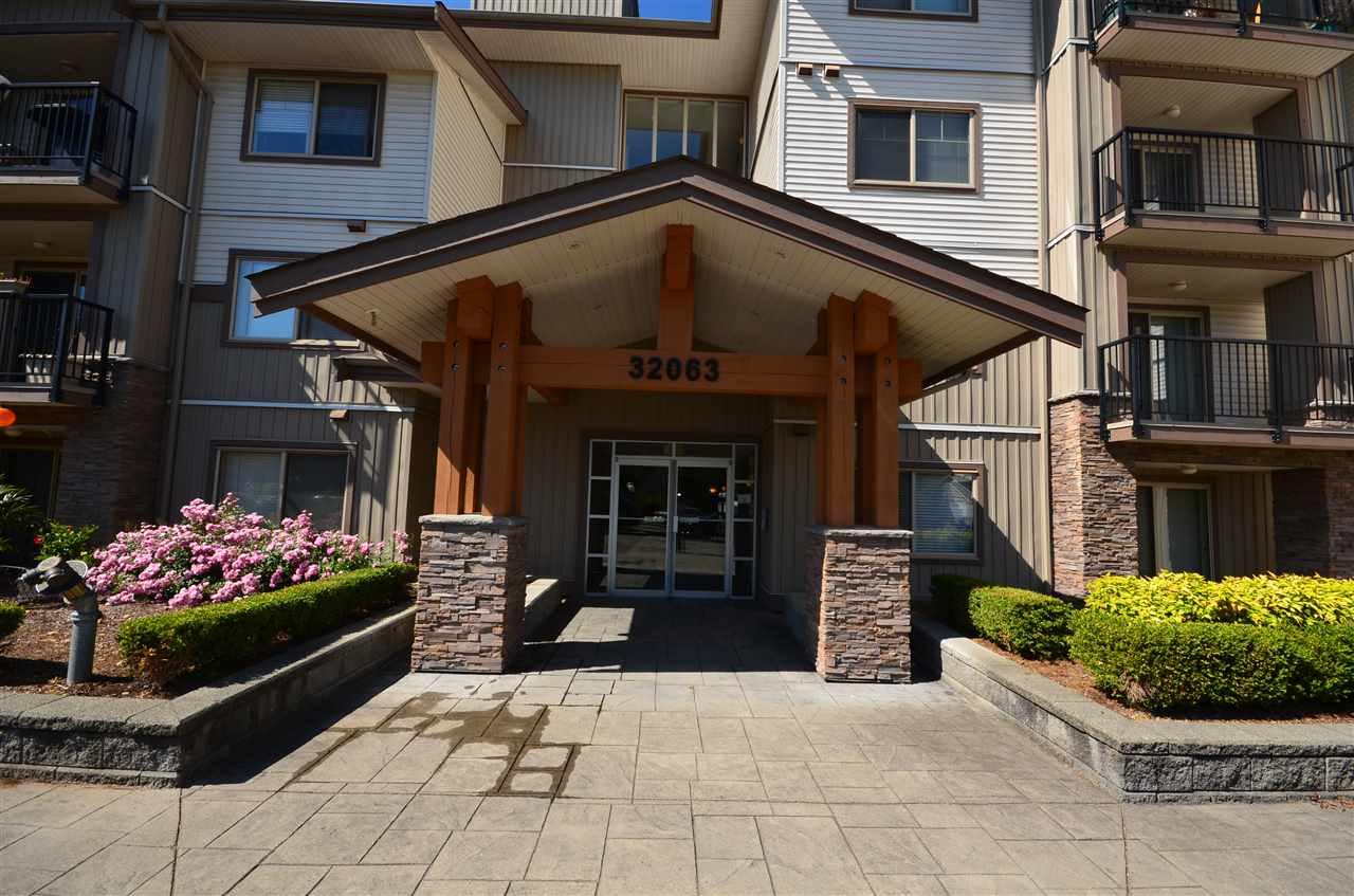 Condo Apartment at 207 32063 MT WADDINGTON AVENUE, Unit 207, Abbotsford, British Columbia. Image 2