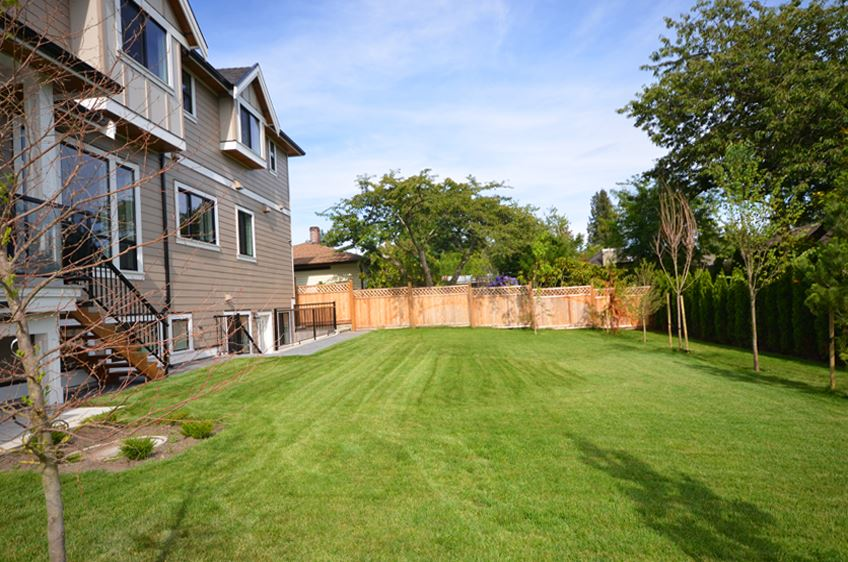 Detached at 13528 15 AVENUE, South Surrey White Rock, British Columbia. Image 19