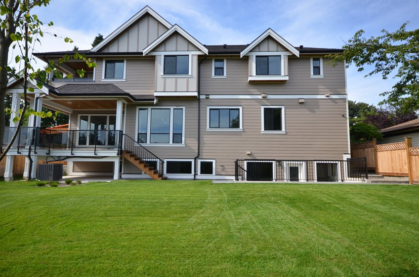 Detached at 13528 15 AVENUE, South Surrey White Rock, British Columbia. Image 20