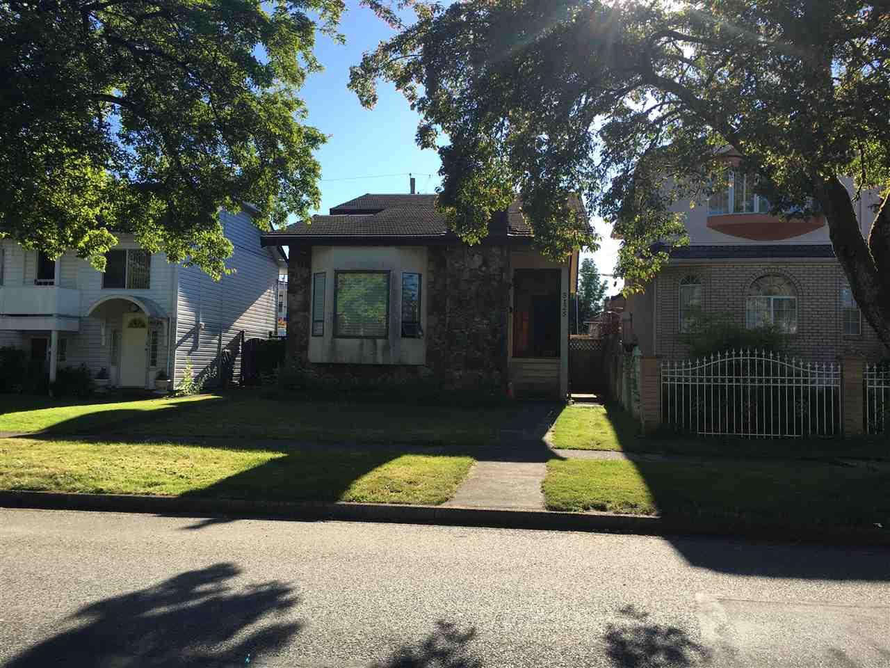 Detached at 5125 SLOCAN STREET, Vancouver East, British Columbia. Image 1