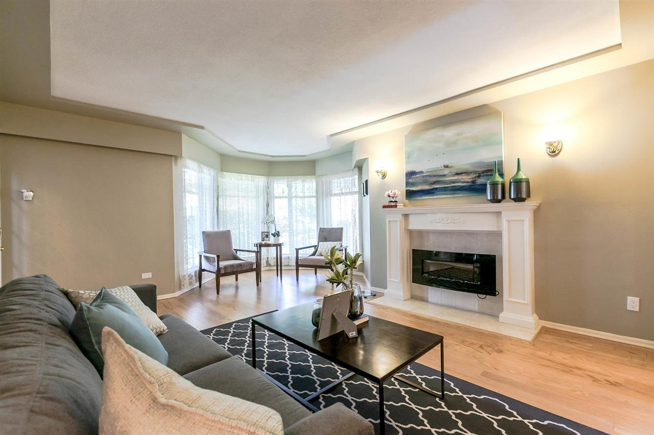 Detached at 13052 19A AVENUE, South Surrey White Rock, British Columbia. Image 3