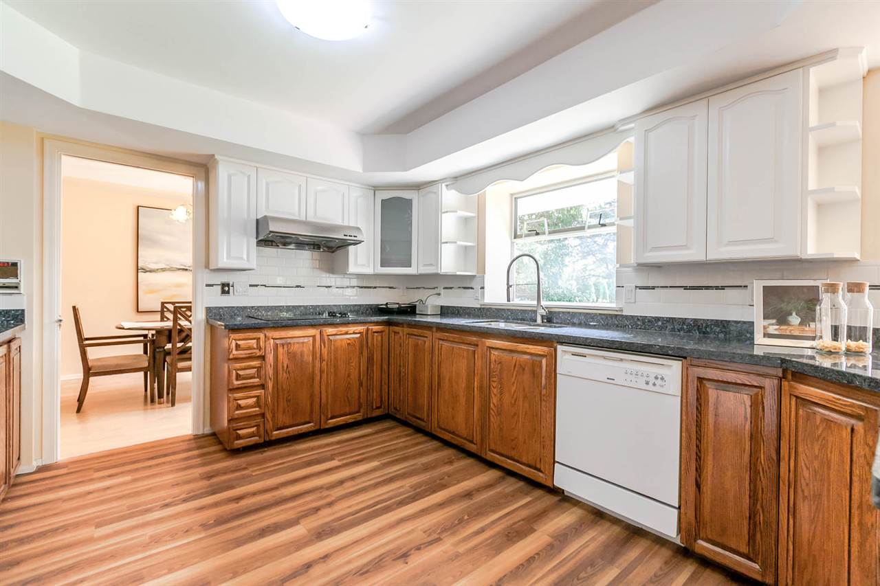 Detached at 13052 19A AVENUE, South Surrey White Rock, British Columbia. Image 6