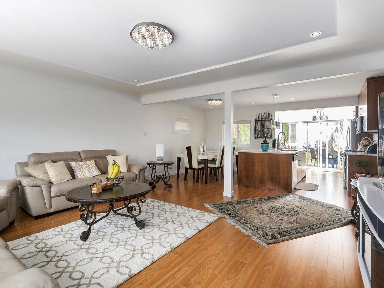 Detached at 522 E 7TH STREET, North Vancouver, British Columbia. Image 2