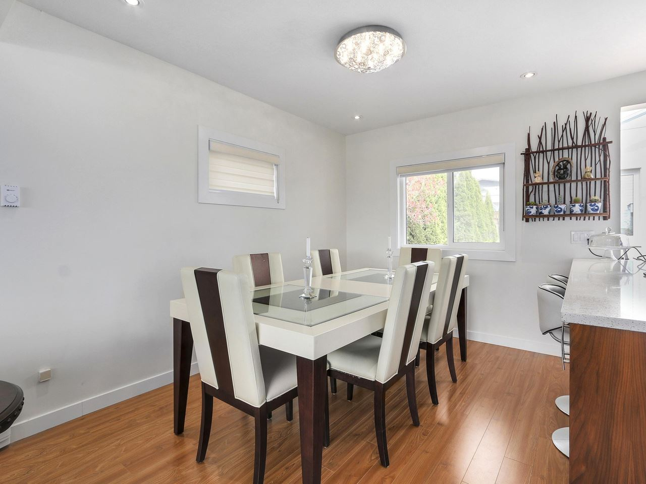 Detached at 522 E 7TH STREET, North Vancouver, British Columbia. Image 4