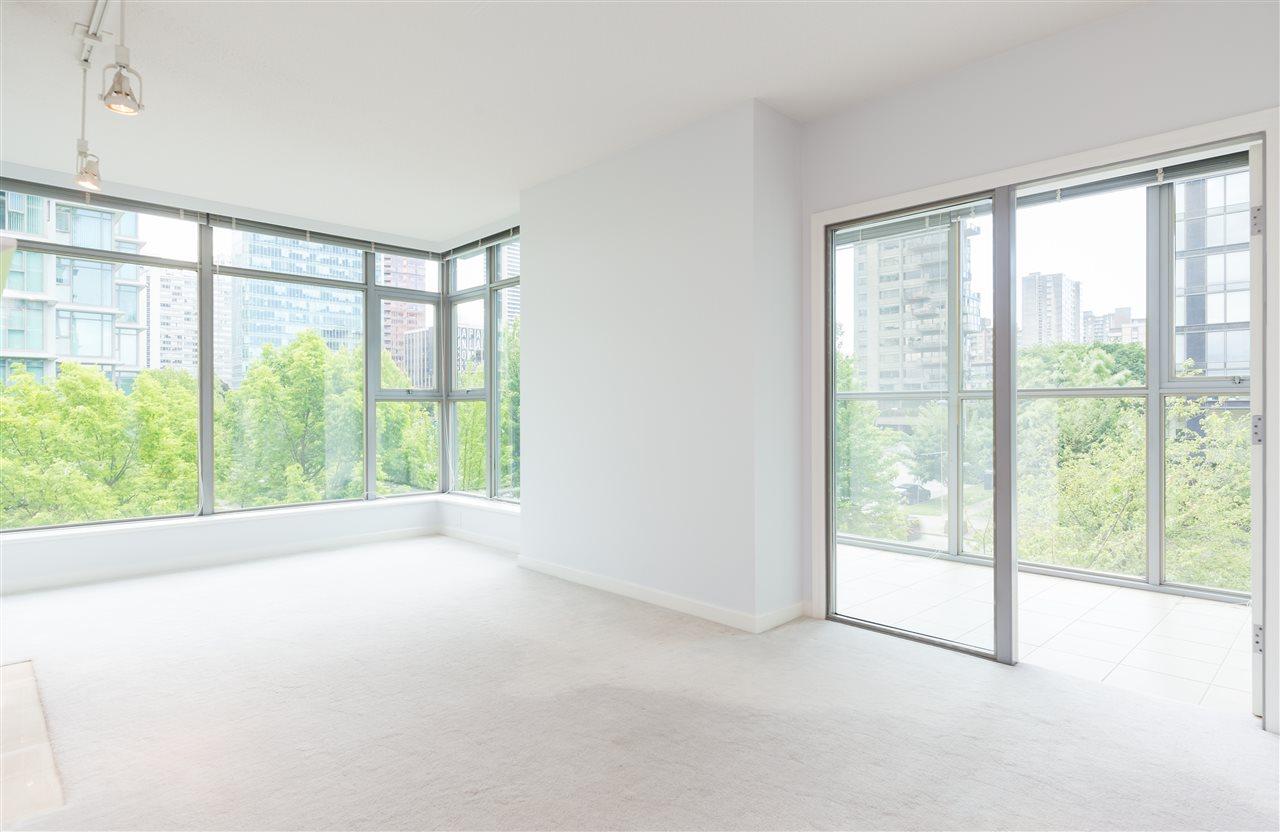 Condo Apartment at 304 1710 BAYSHORE DRIVE, Unit 304, Vancouver West, British Columbia. Image 4
