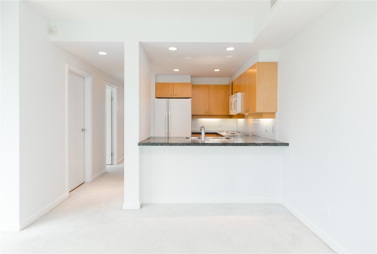 Condo Apartment at 304 1710 BAYSHORE DRIVE, Unit 304, Vancouver West, British Columbia. Image 11