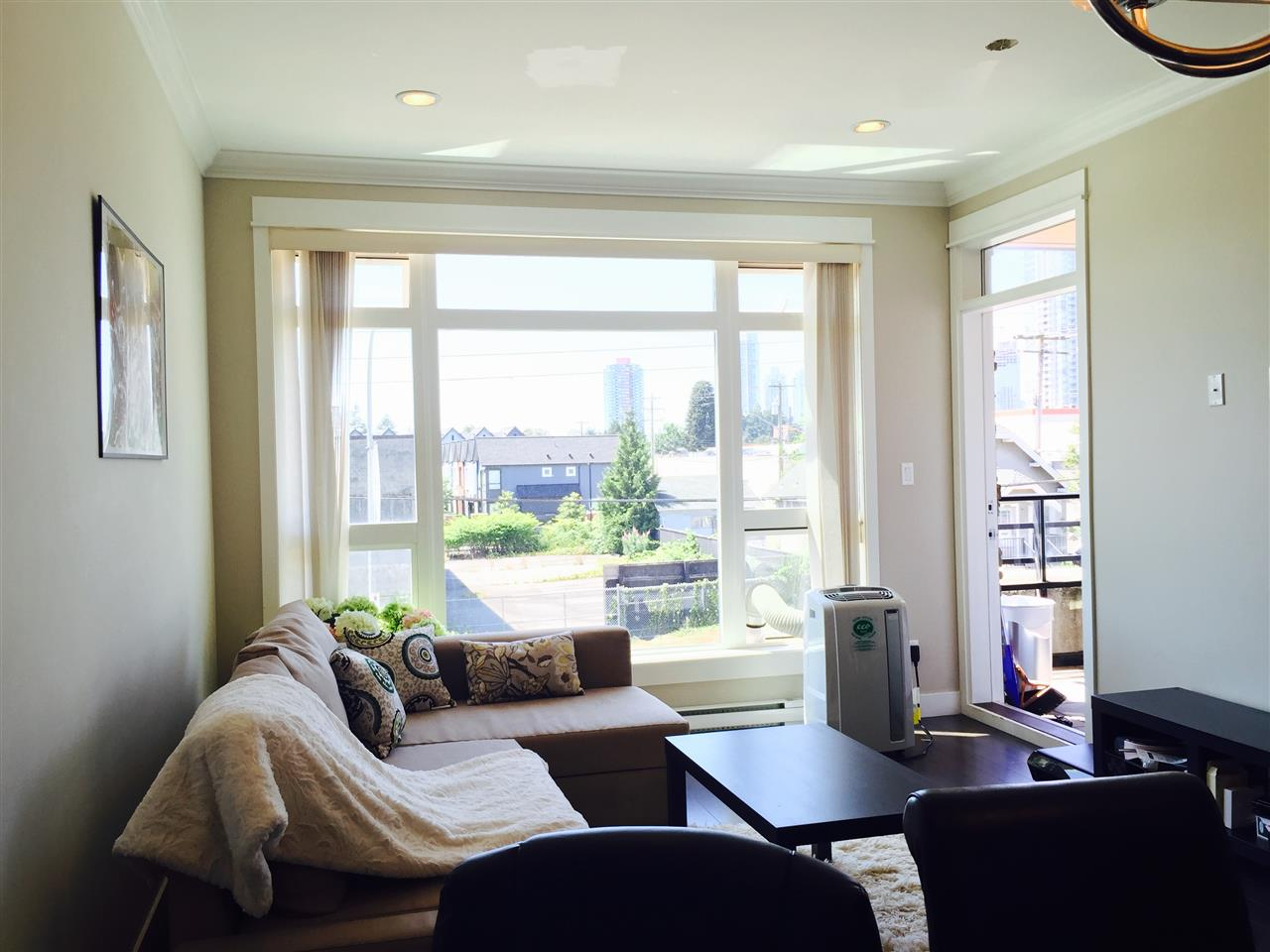Condo Apartment at 201 6888 ROYAL OAK AVENUE, Unit 201, Burnaby South, British Columbia. Image 5
