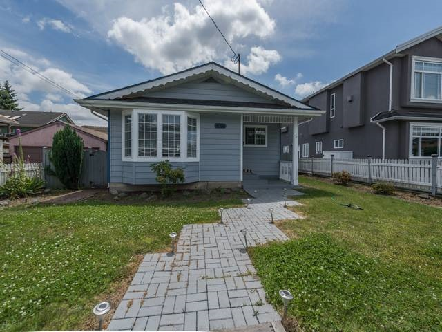 Detached at 8086 16TH AVENUE, Burnaby East, British Columbia. Image 19