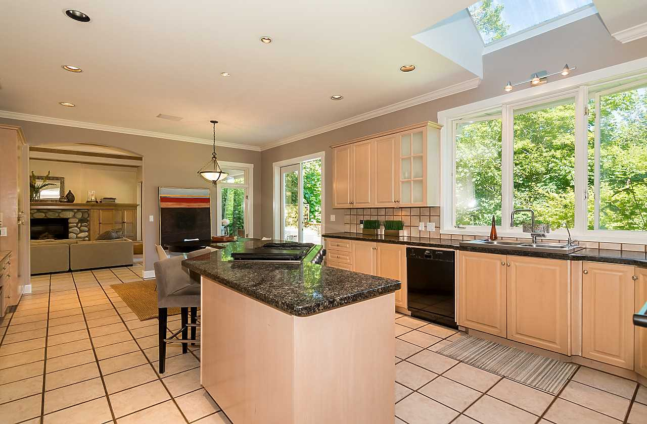 Detached at 2901 TOWER HILL CRESCENT, West Vancouver, British Columbia. Image 10