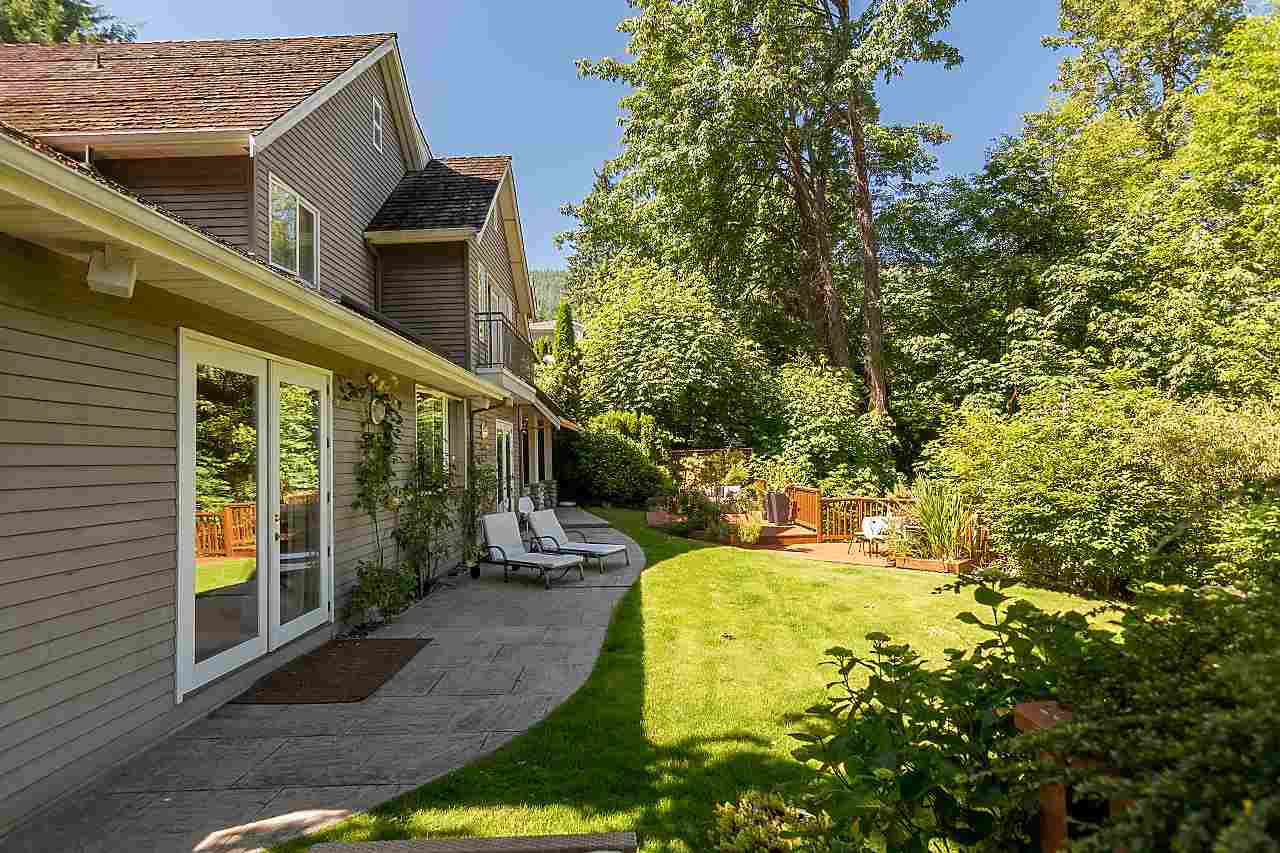 Detached at 2901 TOWER HILL CRESCENT, West Vancouver, British Columbia. Image 19