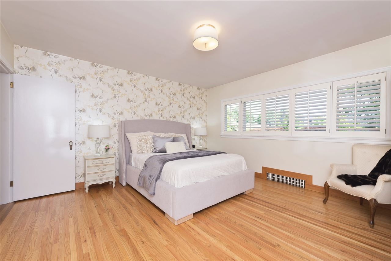 Detached at 110 COLLEGE COURT, New Westminster, British Columbia. Image 11