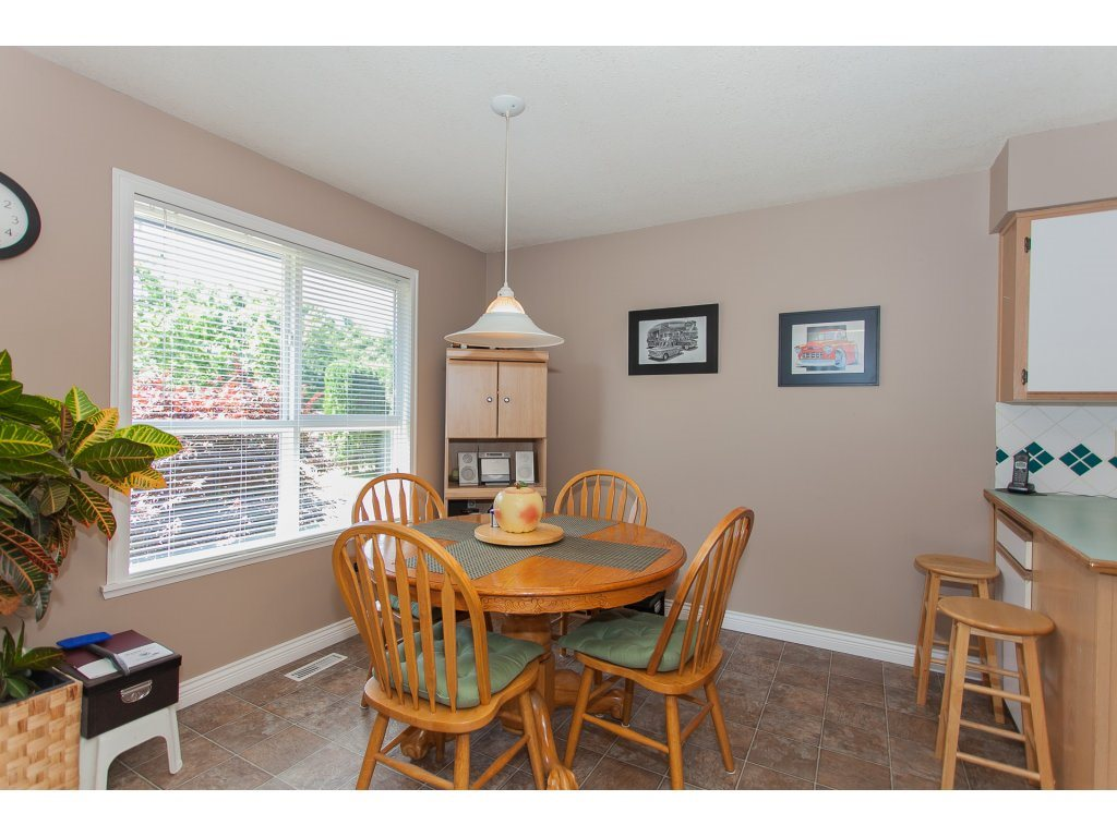 Detached at 20289 36 AVENUE, Langley, British Columbia. Image 12