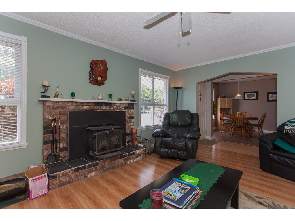 Detached at 20289 36 AVENUE, Langley, British Columbia. Image 15