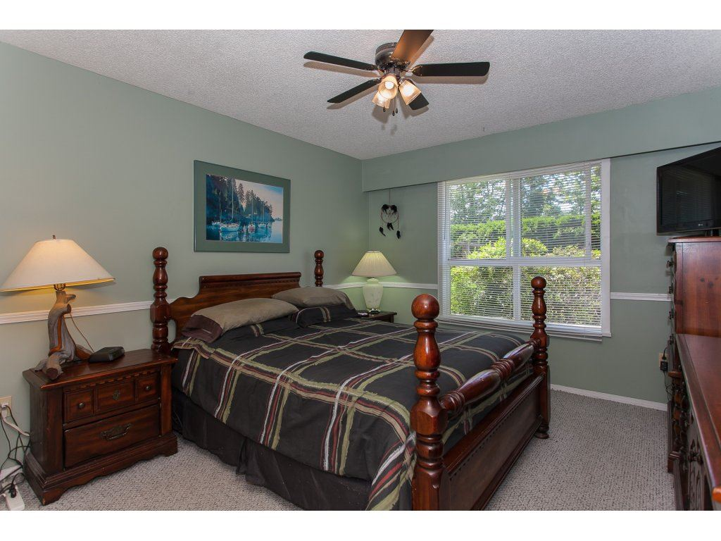 Detached at 20289 36 AVENUE, Langley, British Columbia. Image 16