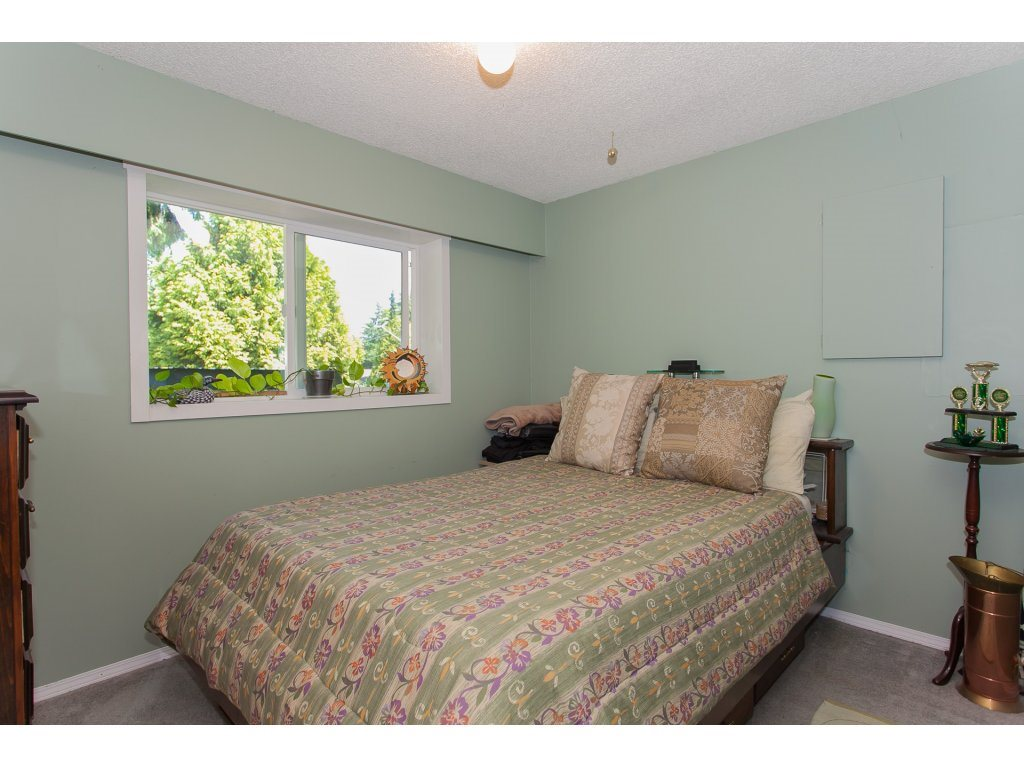 Detached at 20289 36 AVENUE, Langley, British Columbia. Image 17