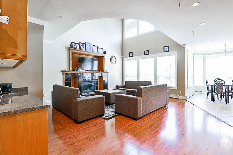 Detached at 17281 64A AVENUE, Cloverdale, British Columbia. Image 5