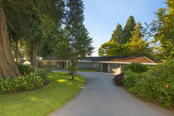 Detached at 12711 BECKETT ROAD, South Surrey White Rock, British Columbia. Image 2