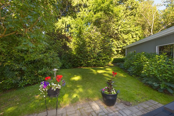 Detached at 12711 BECKETT ROAD, South Surrey White Rock, British Columbia. Image 19