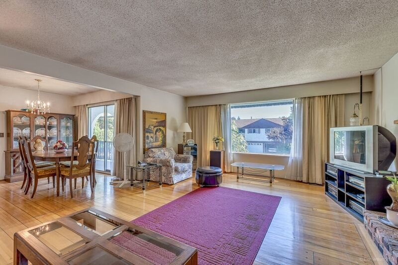 Detached at 5745 FOREST STREET, Burnaby South, British Columbia. Image 4