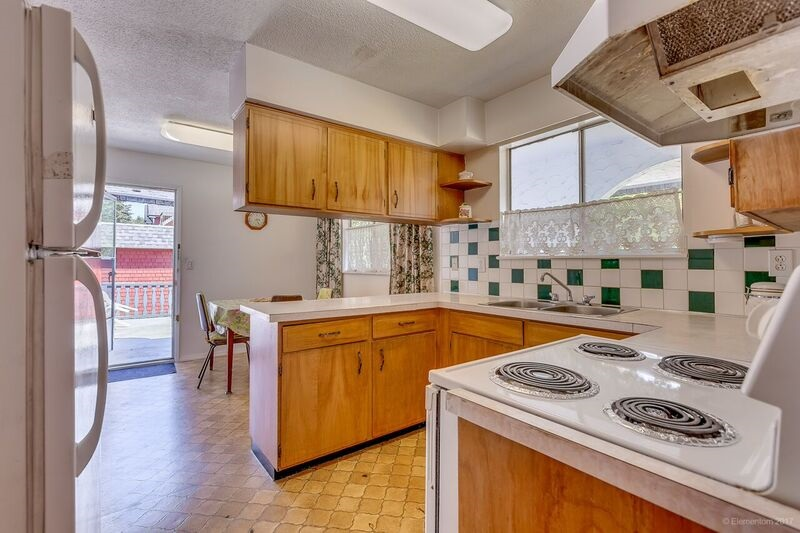 Detached at 5745 FOREST STREET, Burnaby South, British Columbia. Image 7
