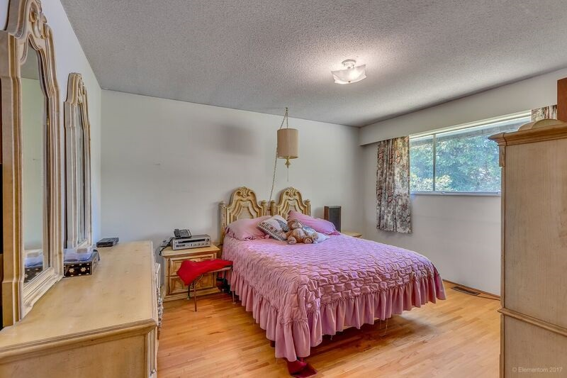 Detached at 5745 FOREST STREET, Burnaby South, British Columbia. Image 9