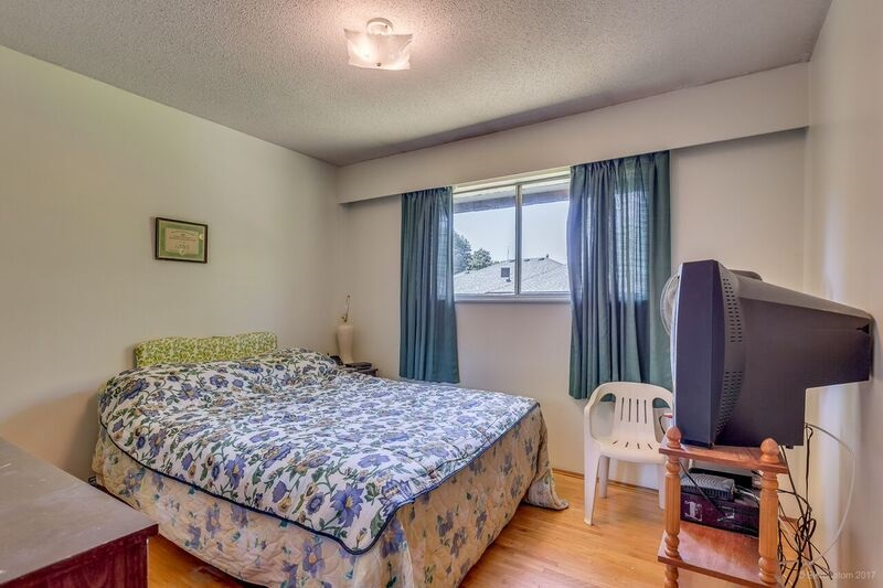 Detached at 5745 FOREST STREET, Burnaby South, British Columbia. Image 12
