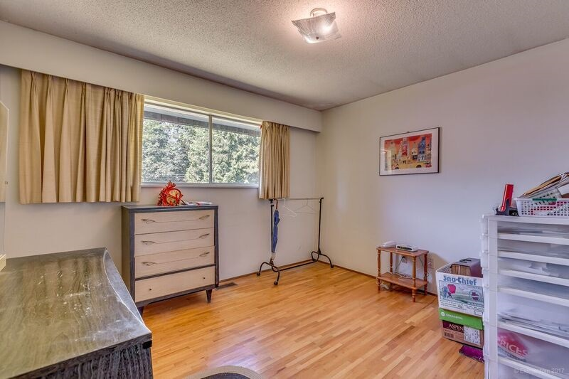Detached at 5745 FOREST STREET, Burnaby South, British Columbia. Image 13