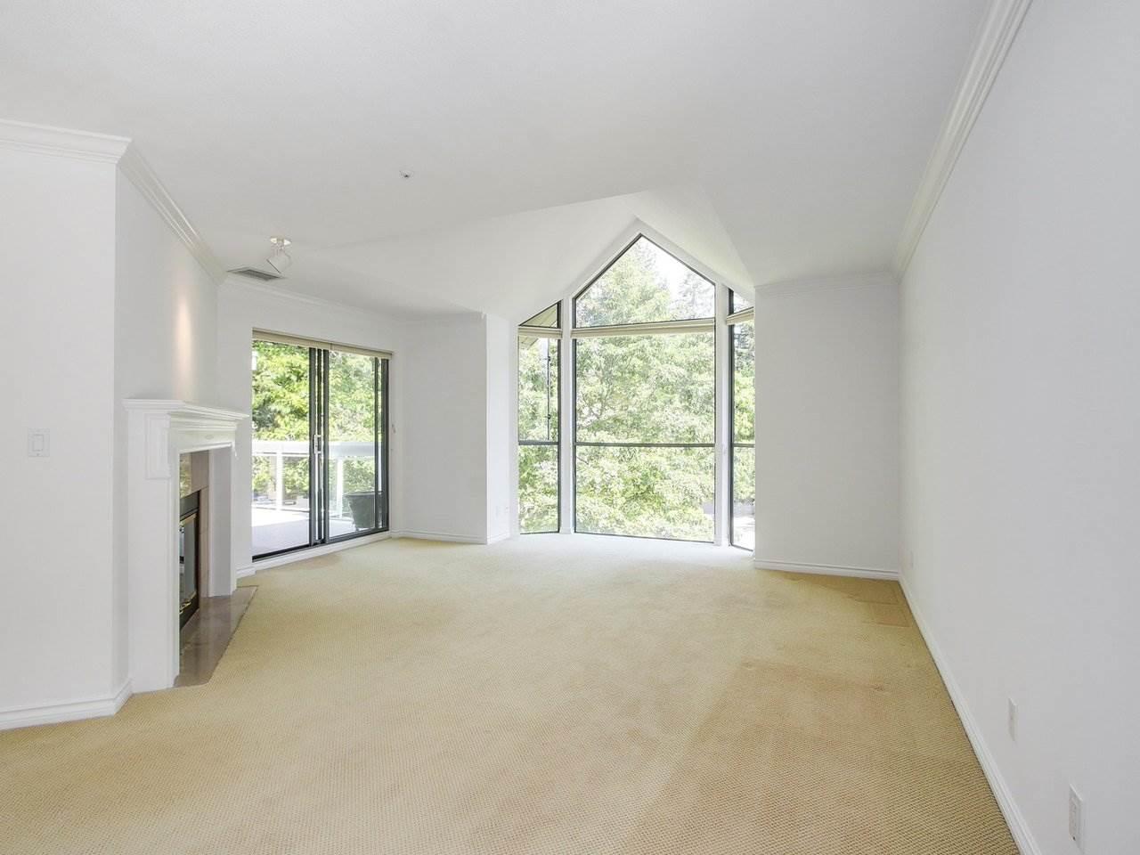 Condo Apartment at 304 3288 CAPILANO CRESCENT, Unit 304, North Vancouver, British Columbia. Image 3