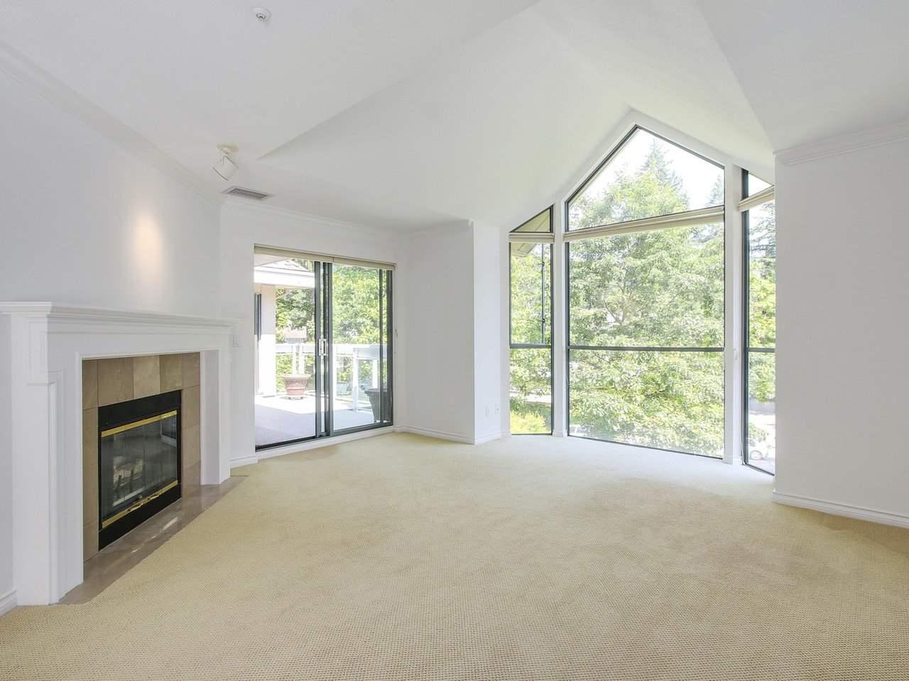 Condo Apartment at 304 3288 CAPILANO CRESCENT, Unit 304, North Vancouver, British Columbia. Image 4
