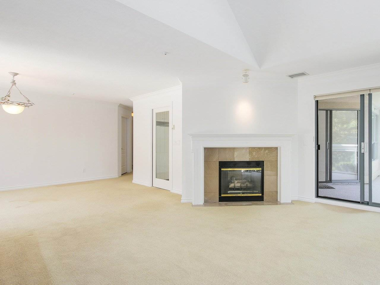 Condo Apartment at 304 3288 CAPILANO CRESCENT, Unit 304, North Vancouver, British Columbia. Image 5
