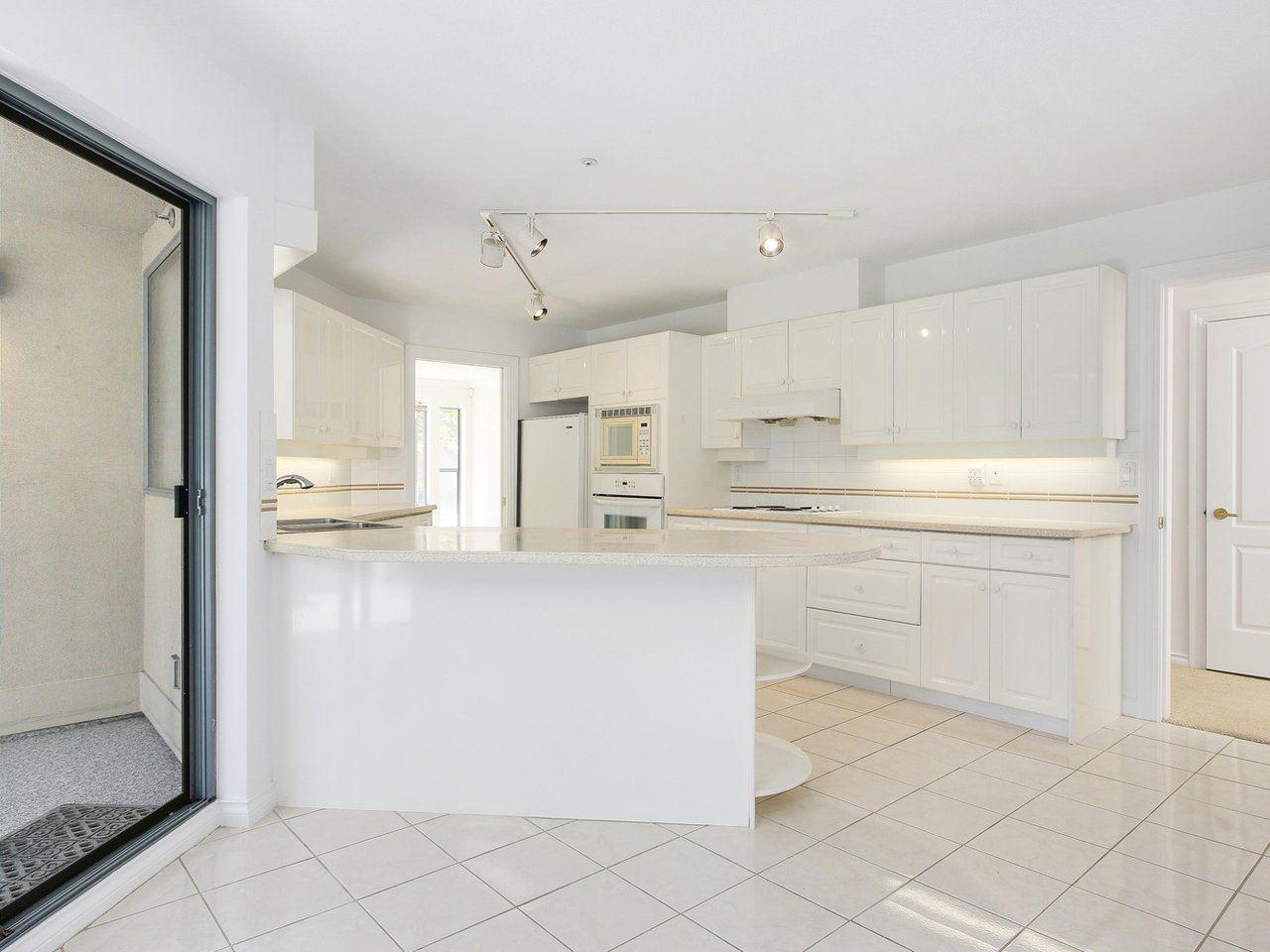 Condo Apartment at 304 3288 CAPILANO CRESCENT, Unit 304, North Vancouver, British Columbia. Image 13