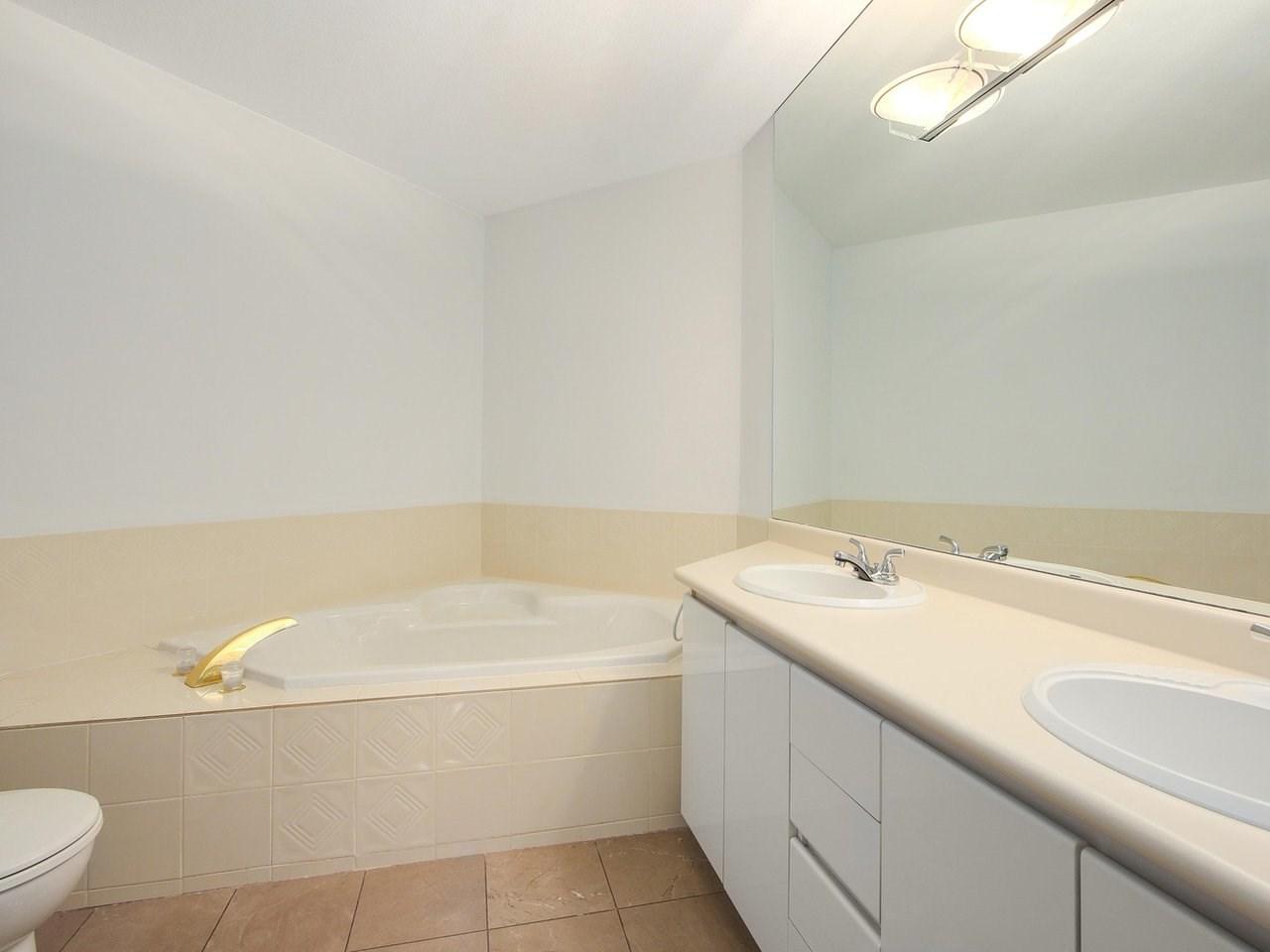 Condo Apartment at 304 3288 CAPILANO CRESCENT, Unit 304, North Vancouver, British Columbia. Image 15
