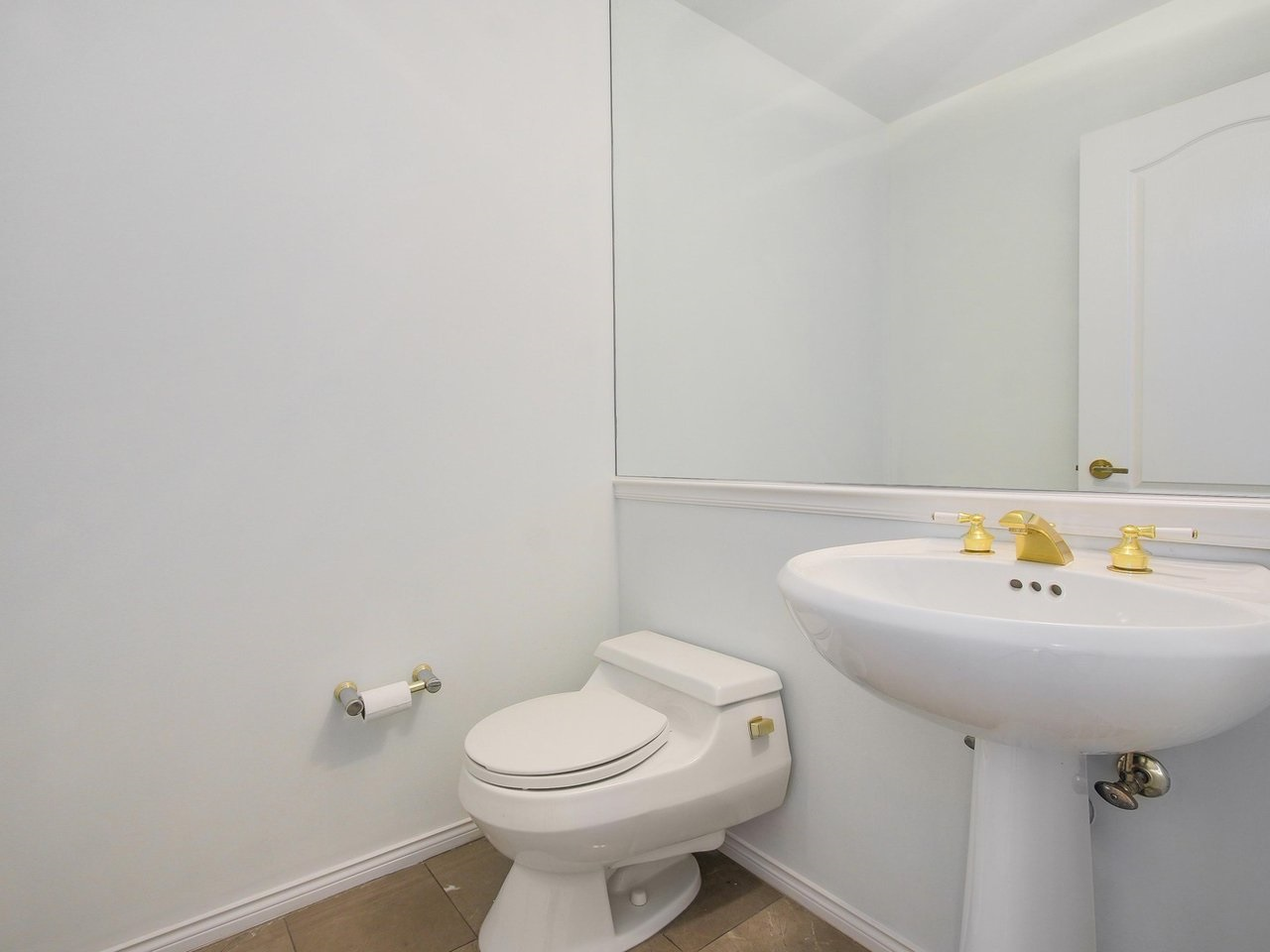 Condo Apartment at 304 3288 CAPILANO CRESCENT, Unit 304, North Vancouver, British Columbia. Image 19
