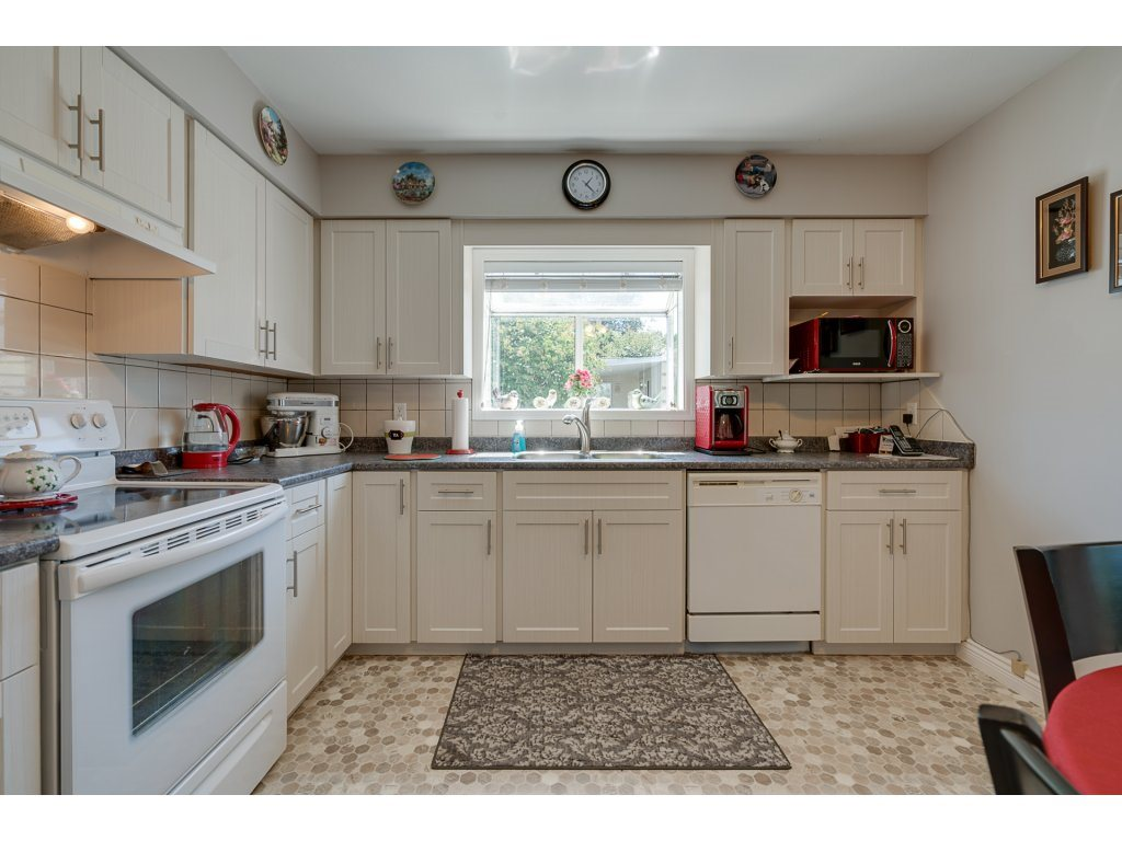 Detached at 2 8078 KING GEORGE BOULEVARD, Unit 2, Surrey, British Columbia. Image 7