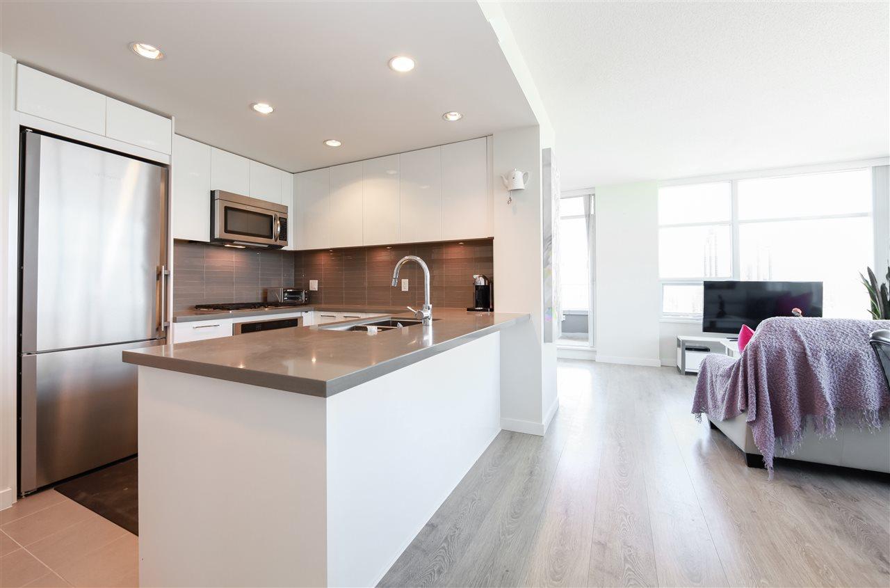 Condo Apartment at 2502 4880 BENNETT STREET, Unit 2502, Burnaby South, British Columbia. Image 6