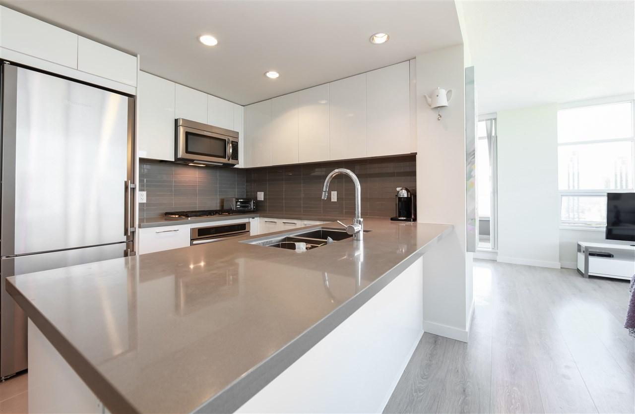 Condo Apartment at 2502 4880 BENNETT STREET, Unit 2502, Burnaby South, British Columbia. Image 7