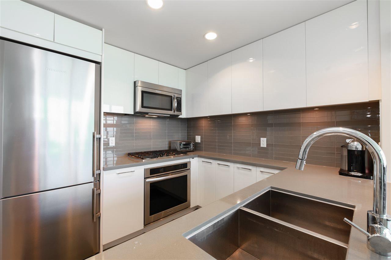 Condo Apartment at 2502 4880 BENNETT STREET, Unit 2502, Burnaby South, British Columbia. Image 9