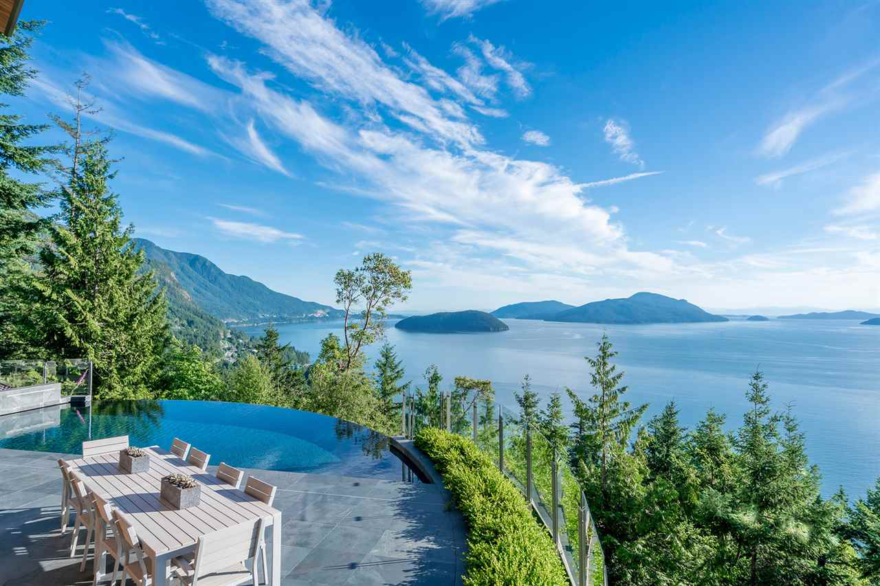 Detached at 160 MOUNTAIN DRIVE, West Vancouver, British Columbia. Image 1