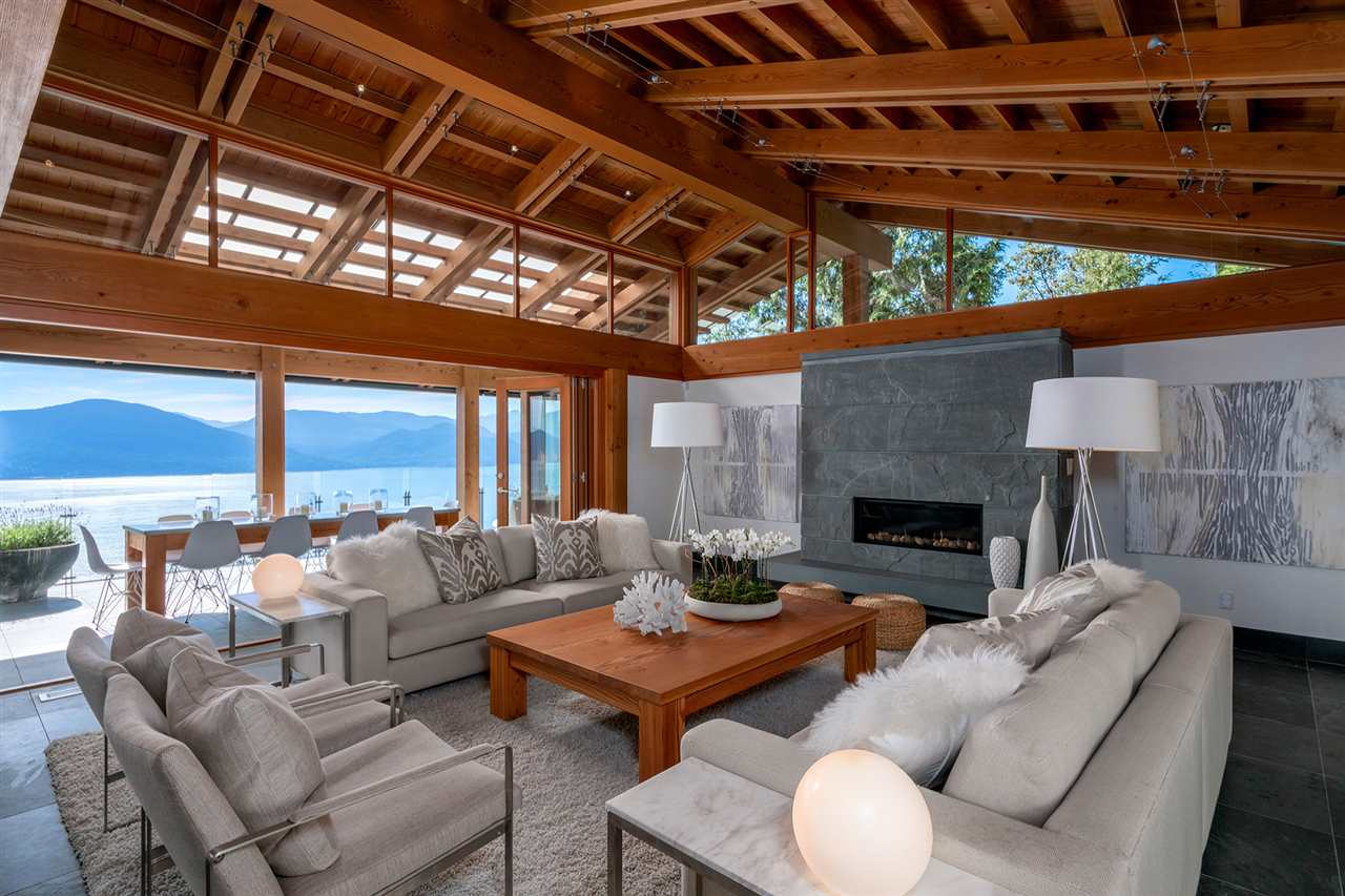 Detached at 160 MOUNTAIN DRIVE, West Vancouver, British Columbia. Image 2