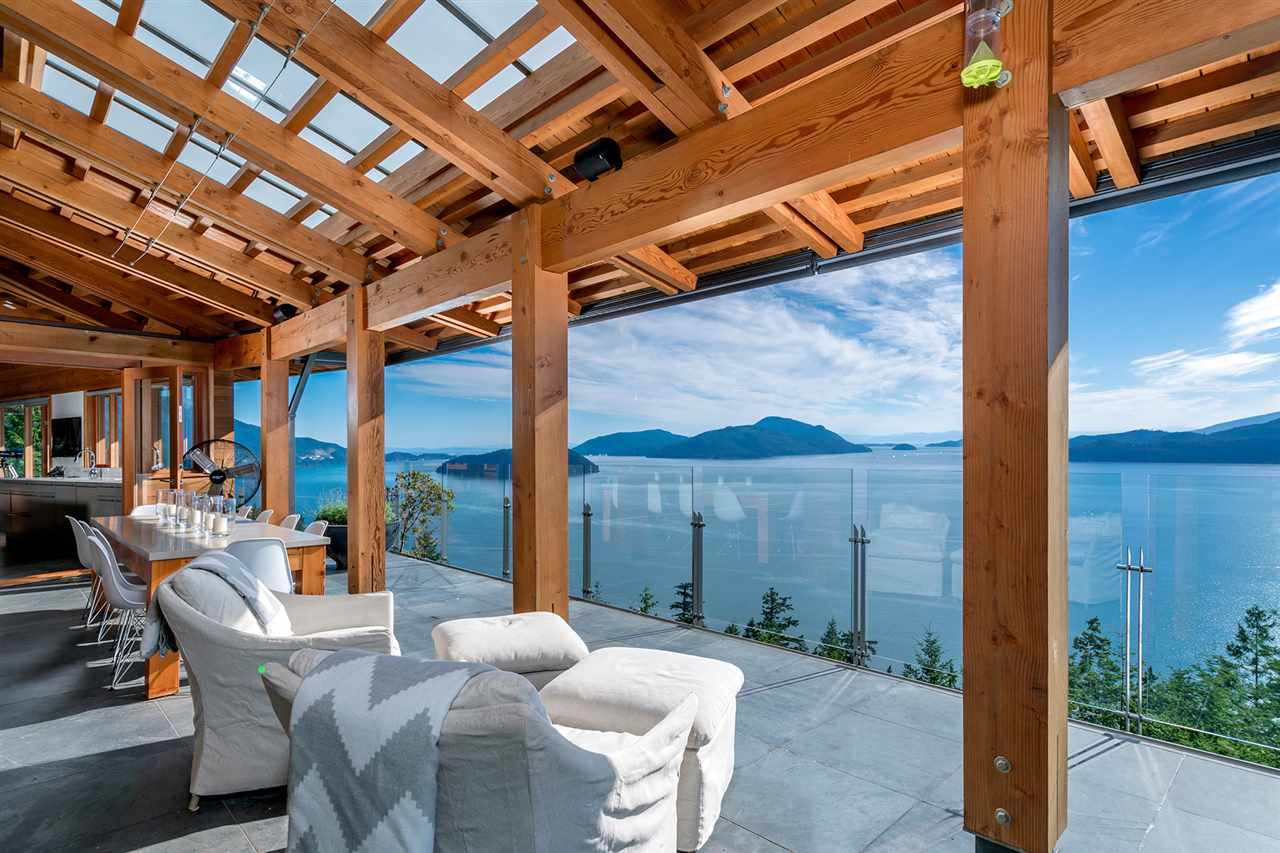 Detached at 160 MOUNTAIN DRIVE, West Vancouver, British Columbia. Image 6
