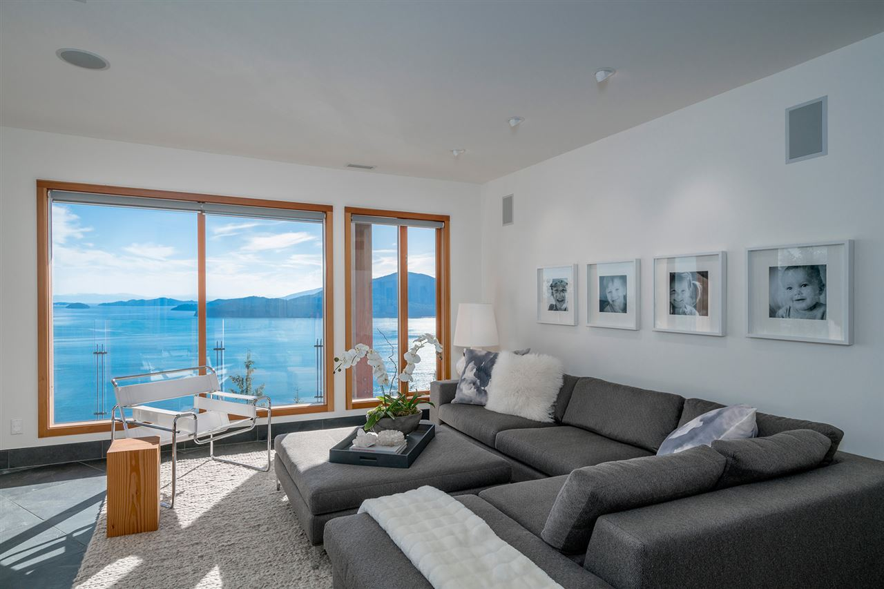Detached at 160 MOUNTAIN DRIVE, West Vancouver, British Columbia. Image 9