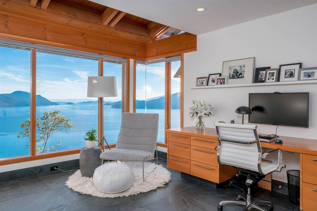 Detached at 160 MOUNTAIN DRIVE, West Vancouver, British Columbia. Image 10