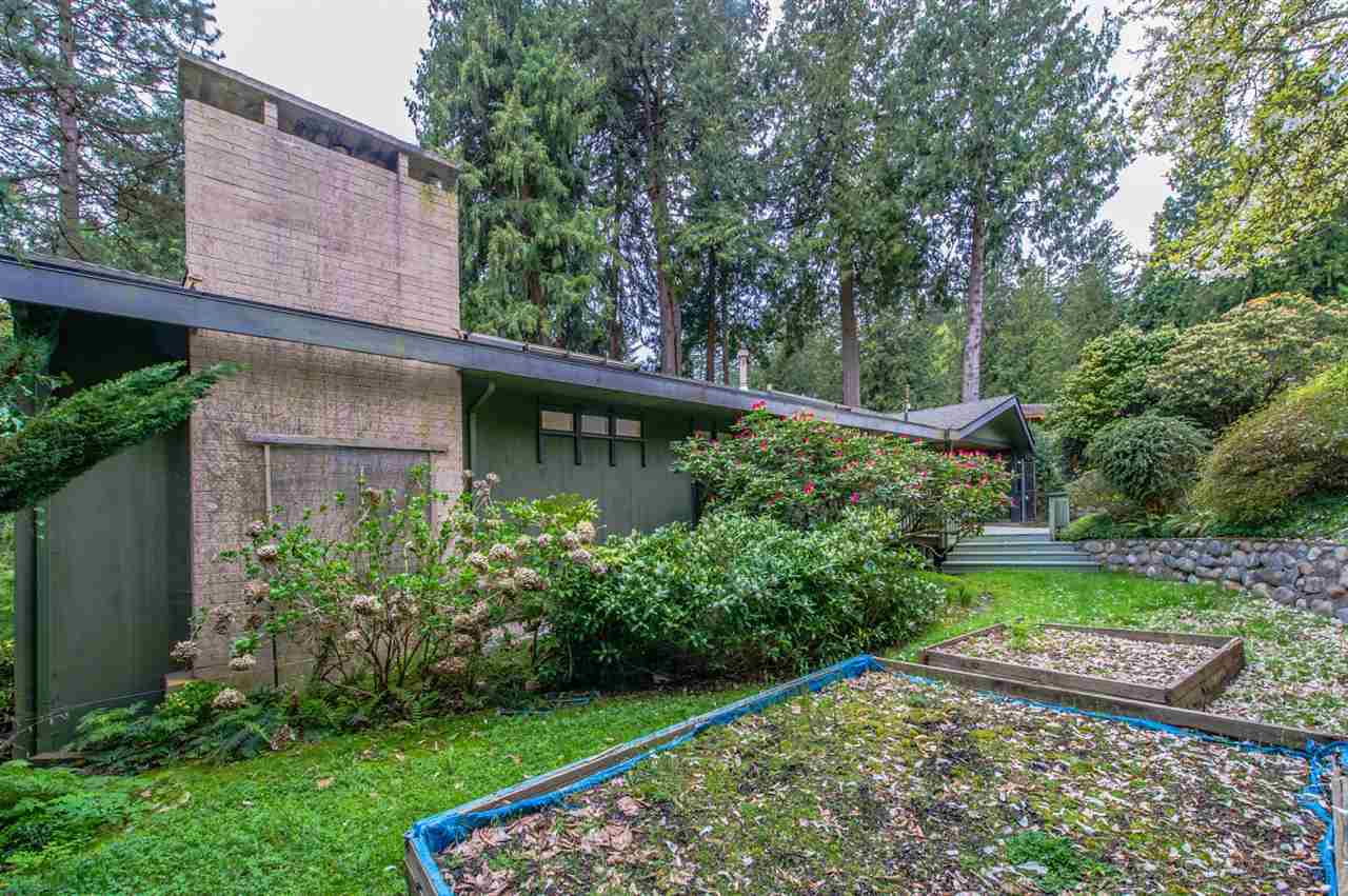 Detached at 3919 BAYRIDGE PLACE, West Vancouver, British Columbia. Image 10