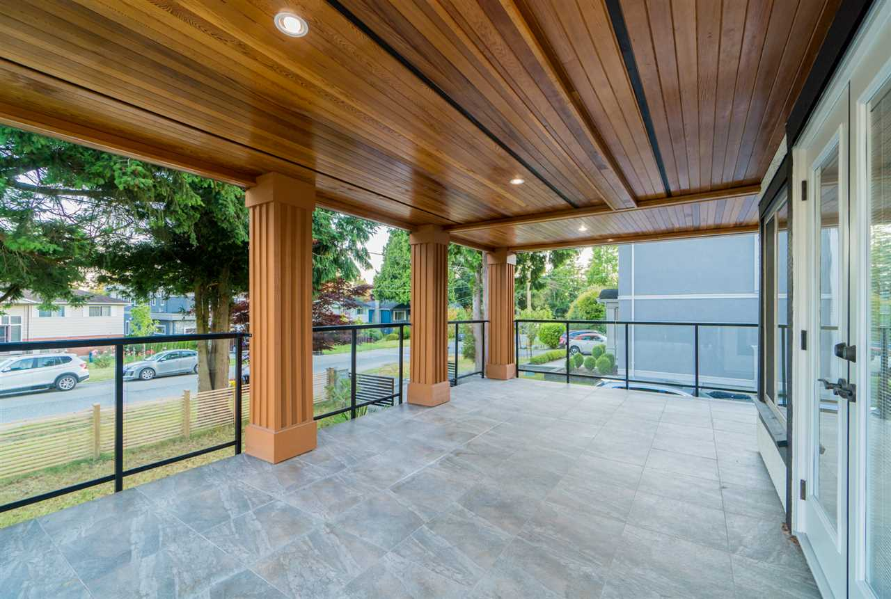 Detached at 13715 BLACKBURN AVENUE, South Surrey White Rock, British Columbia. Image 2