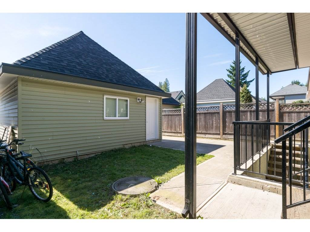 Detached at 5893 131A STREET, Surrey, British Columbia. Image 19