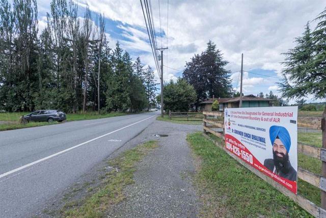Detached at 2215 PEARDONVILLE ROAD, Abbotsford, British Columbia. Image 5